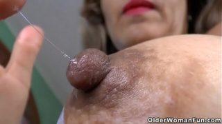 Latina milf Susana puts her massager to work
